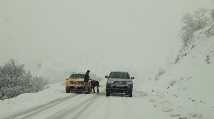 Kar nedeniyle Bingöl'ün 2 kentle ulaşımı kesildi