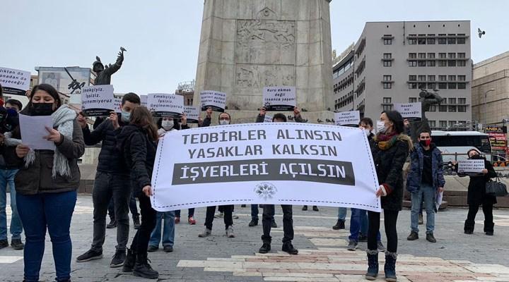 Covid tedbirleri nedeniyle işyerleri kapalı olan kafe-bar çalışanları sokağa çıktı: Açlığa mahkum edildik!