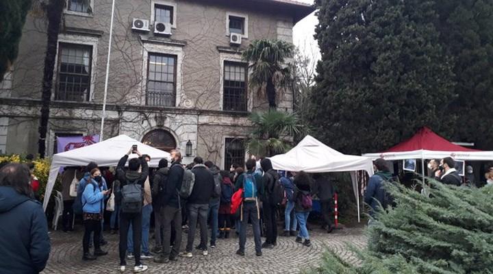 Özel güvenlik, Boğaziçili öğrencilerin rektörlük binasının önünde kurduğu çadırları kırdı