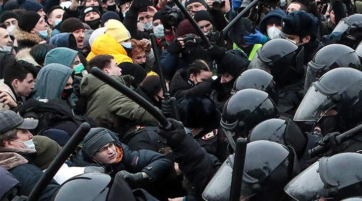 Rusya'da polis muhaliflere nefes aldırmıyor: Kremlin'in Navalni sınavı
