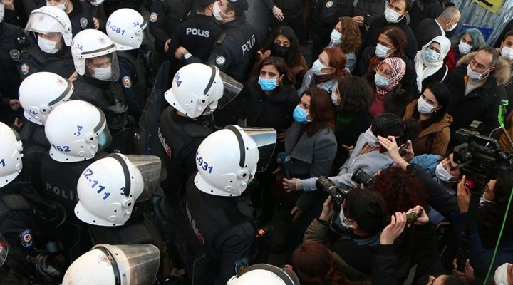 Kadıköy'de gözaltına alınan 33 kişi serbest bırakıldı