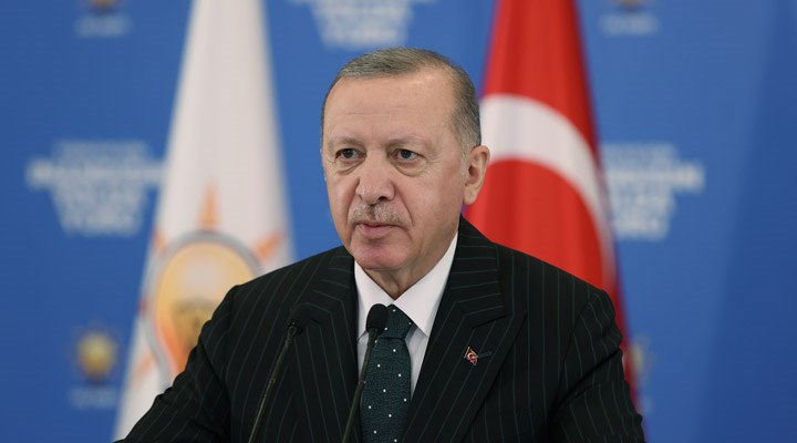 Erdoğan aynı anda 11 kongreye katıldı