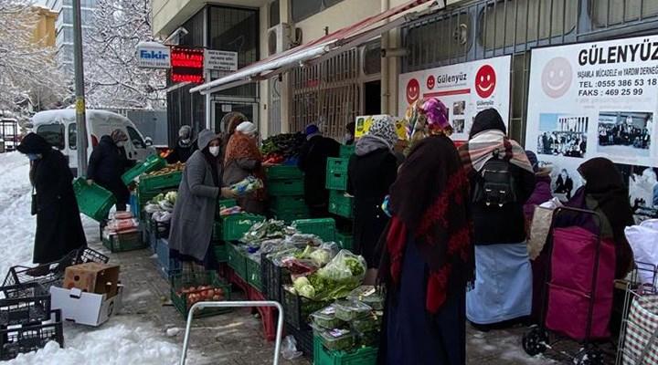 İstanbul'un göbeğinden yoksulluk manzaraları: Yurttaş torbasını çarık çürükle dolduruyor