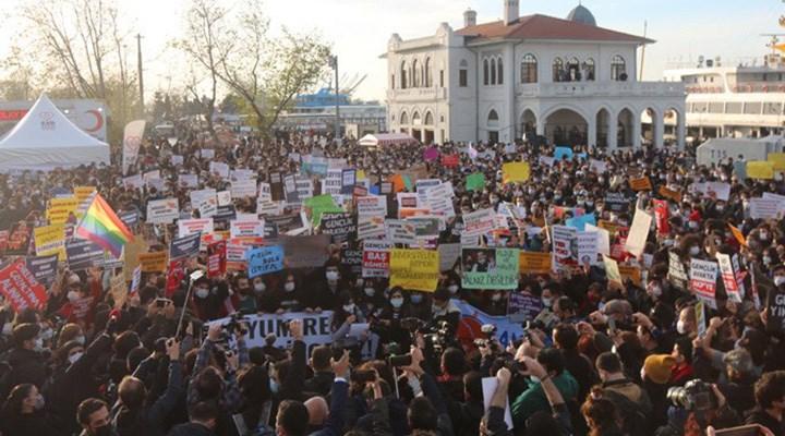 Direnişe destek, öğrencilere ceza