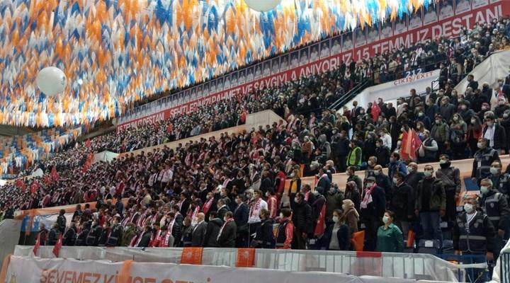 Salgının uğramadığı tek yer olan AKP kongreleri devam ediyor: İzmir'de de tedbirler hiçe sayıldı!