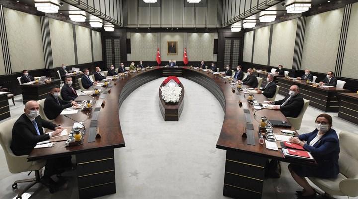 Hürriyet yazarı: Erdoğan'ın hem kabinede hem de parti yönetiminde bazı değişikliklere gideceği konuşuluyor