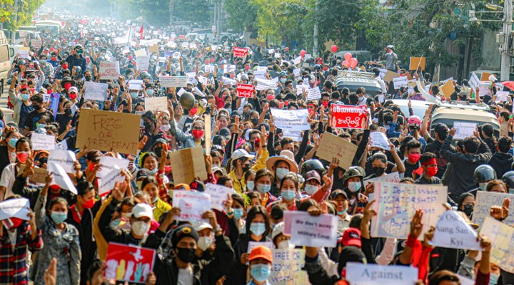 Myanmar'da eylemlere destek veren 78 ünlü hakkında gözaltı kararı çıkarıldı