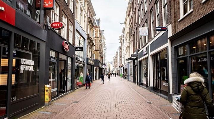 Hollanda'da koronavirüs kısıtlamaları bir kez daha uzatıldı