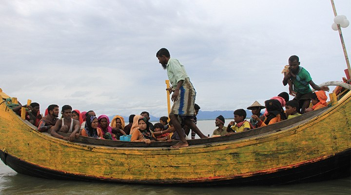 Bölge ülkeleri karaya ayak basmalarına izin vermiyor: Göçmenler denizde mahsur