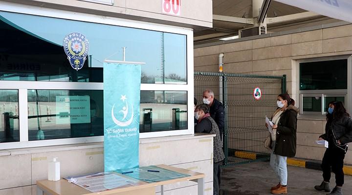 Yurt dışından gelenler için PCR testi zorunluluğu devam edecek