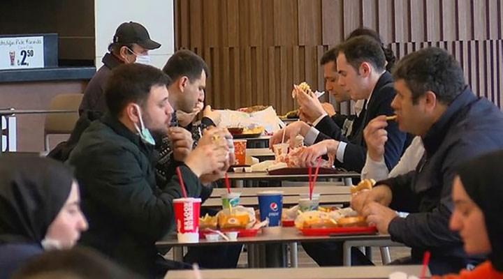 AVM'lerin yemek katlarında yoğunluk