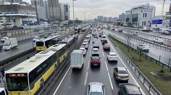 Kontrollü normalleşme sürecinin ilk gününde İstanbul'da trafik yoğunluğu yüzde 71
