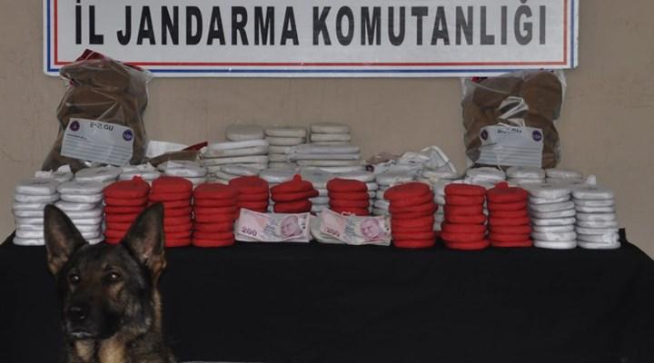 Sınır karakolu komutanının aracında 82 kilo uyuşturucu yakalandı