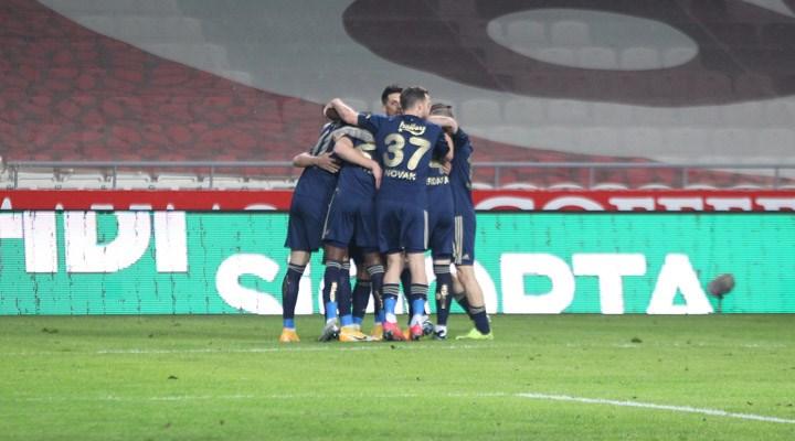 Fenerbahçe 3 puanı 3 golle aldı, Galatasaray ile puanları eşitledi