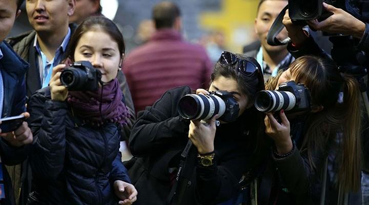 Kadın gazeteciler için kariyer yolu çok zorlu