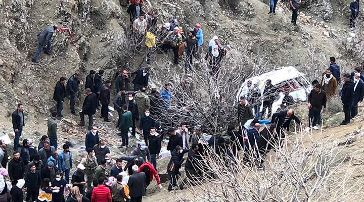 Batman'da öğrencileri taşıyan servis minibüsü kaza yaptı: 2 ölü, 27 yaralı