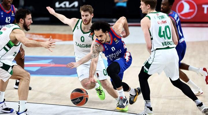 Anadolu Efes, EuroLeague'de üst üste 7. galibiyetini aldı