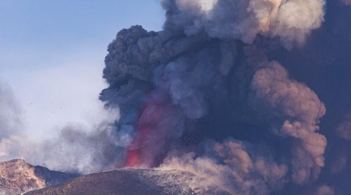 Etna Yanardağı lav püskürtmeye devam ediyor