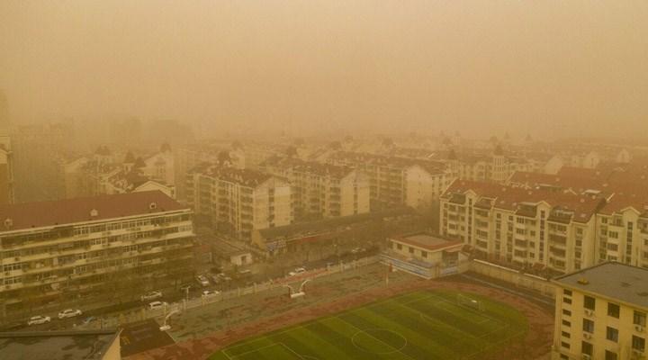 Çin'in başkenti Pekin'de kum fırtınası etkili oldu: Sarı alarm verildi