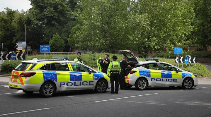 İngiltere'de polisin yetkilerini artıran yasayı protesto edenlere polis saldırdı