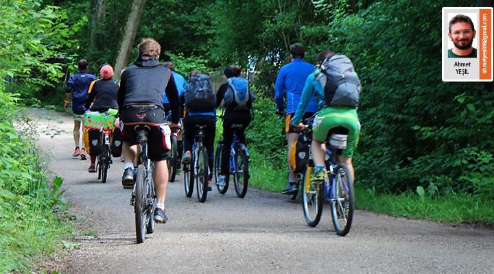 Bisiklet sürmek toplulukla güzel