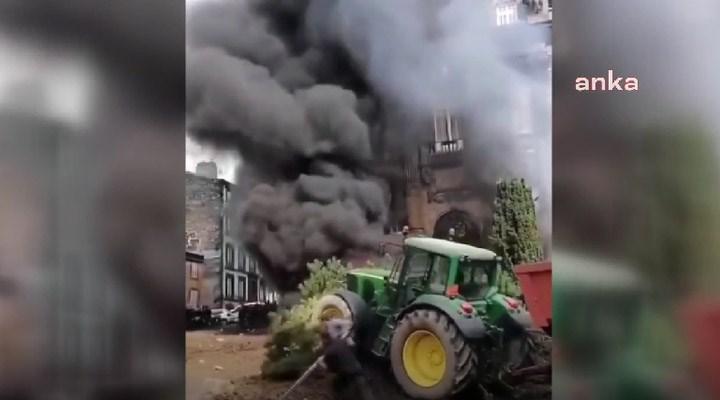 Fransa'da çiftçiler, hükümetin tarım politikasını protesto etti