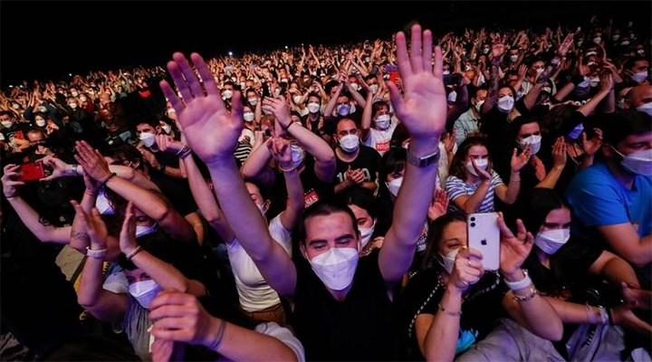 İspanya'da pandemi döneminin sosyal mesafesiz ilk konseri yapıldı