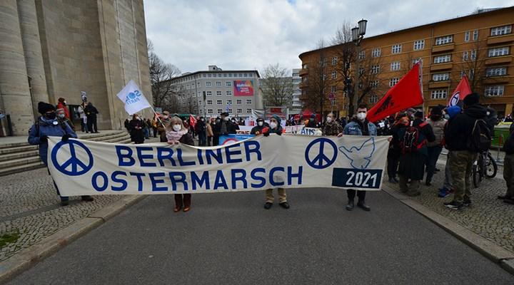 Paskalya Barış Yürüyüşleri'ne 'Savaşsız bir dünya' talebi damgasını vurdu