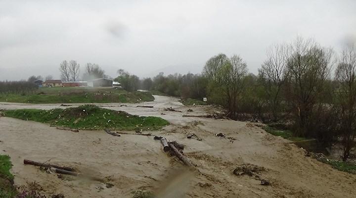 Bursa'da dereler taştı, tarım arazileri su altında kaldı