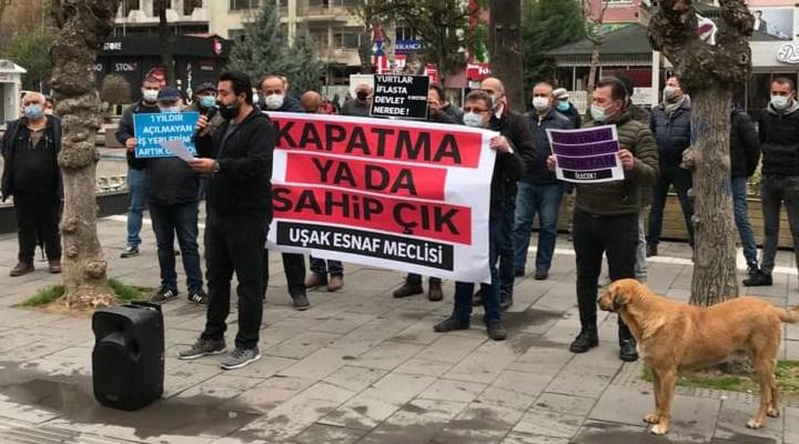 Uşak'ta esnaftan eylem: İktidar halkın geçimini yok sayıyor, virüsün cezasını çekecek gücümüz kalmadı