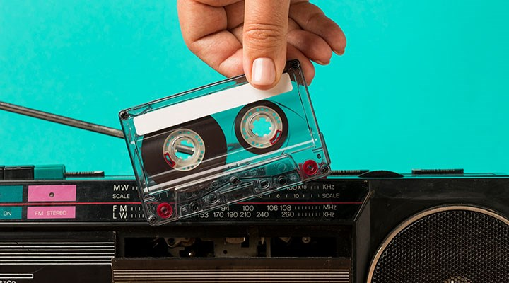 Sadece şarkıyla radyo yaşamaz