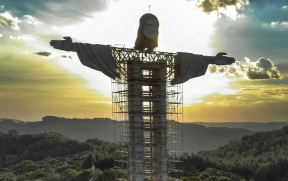 Brezilya'da Kurtarıcı İsa heykelinden daha büyük bir İsa heykeli inşa ediliyor
