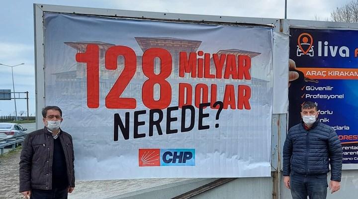 """CHP'nin Fındıklı'da astığı """"128 milyar dolar nerede?"""" başlıklı afişler polis tarafından indirildi"""
