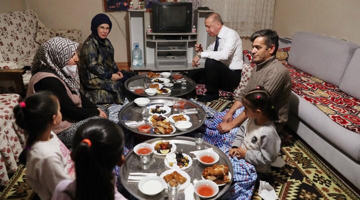 Erdoğan, iftarda yer sofrasında görüntü verdi