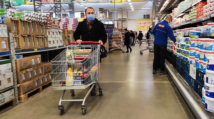 Marketler hafta içi hangi saatler arasında açık?
