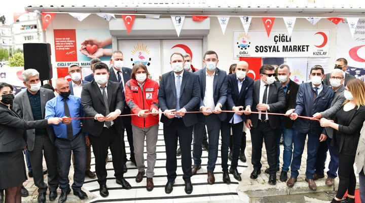 Çiğli'de 'Sosyal Market' hizmete açıldı