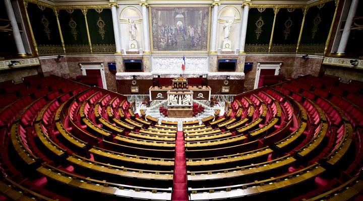 Fransa'da 15 yaş altı çocuk çocuklarla cinsel ilişki 'tecavüz' olarak tanımlandı