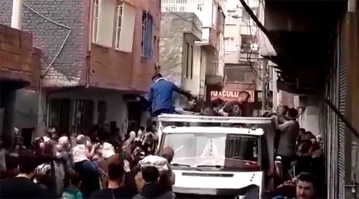 Diyarbakır'da 'ücretsiz patates' izdihamı
