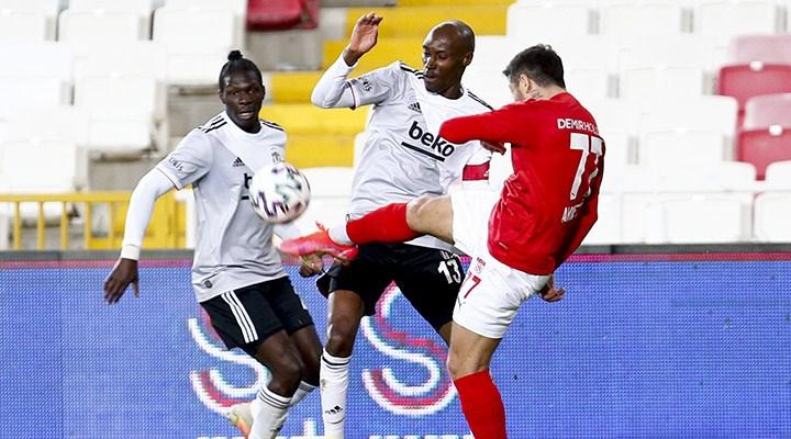 Beşiktaş'tan üst üste ikinci puan kaybı: Zirvede puan farkı 3'e düştü