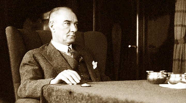 Mustafa Kemal Atatürk'ün 'Nutuk' adlı eserinin öğrencilere dağıtılması 'uygun' bulunmadı!