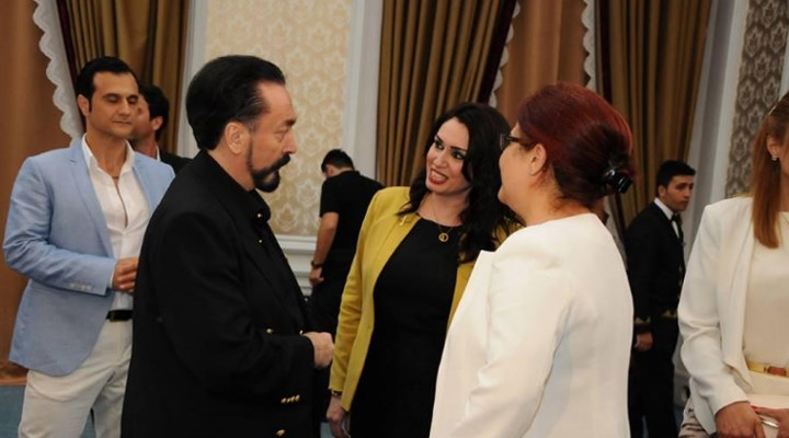 Adnan Oktar'ın iftar yemeğinden yeni Bakan Derya Yanık çıktı