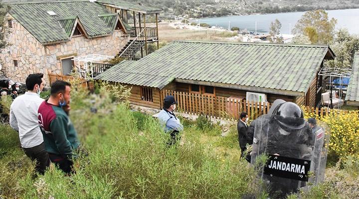 Akbük Koyu kaçak yapılardan temizleniyor