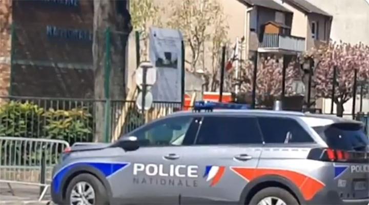 Paris'te karakola bıçaklı saldırı: 1 ölü