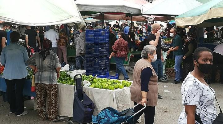 Bir güne sıkıştırılan pazarlarda kalabalık görüntüler oluştu