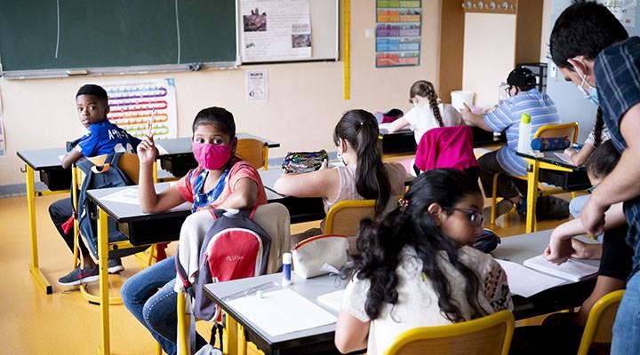 Fransa, kelime içinde cinsiyet ayrımı gözetmeyen eklerin kullanımını okullarda yasakladı