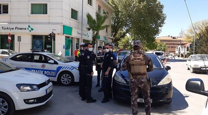 Tartıştığı polisleri görüntülemek isteyen kişi gözaltına alındı