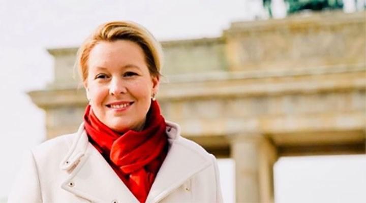 Doktorasında intihal bulunan Almanya Aile Bakanı, istifa etti