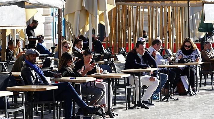 Fransa'da kafe ve restoranların dış kısımları açıldı