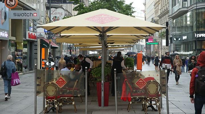 Avusturya'da restoran ve oteller 'yeşil kimlik' uygulamasıyla yeniden açıldı