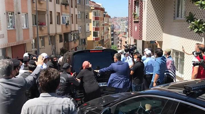 Eyüpsultan'da gerginlik: Bir grup, İmamoğlu'nun aracını durdurmaya çalıştı